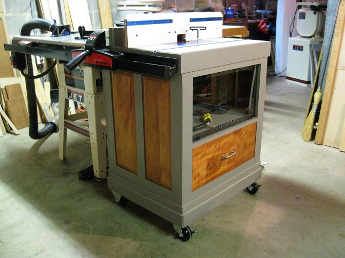 The router table completed 3/4 view.