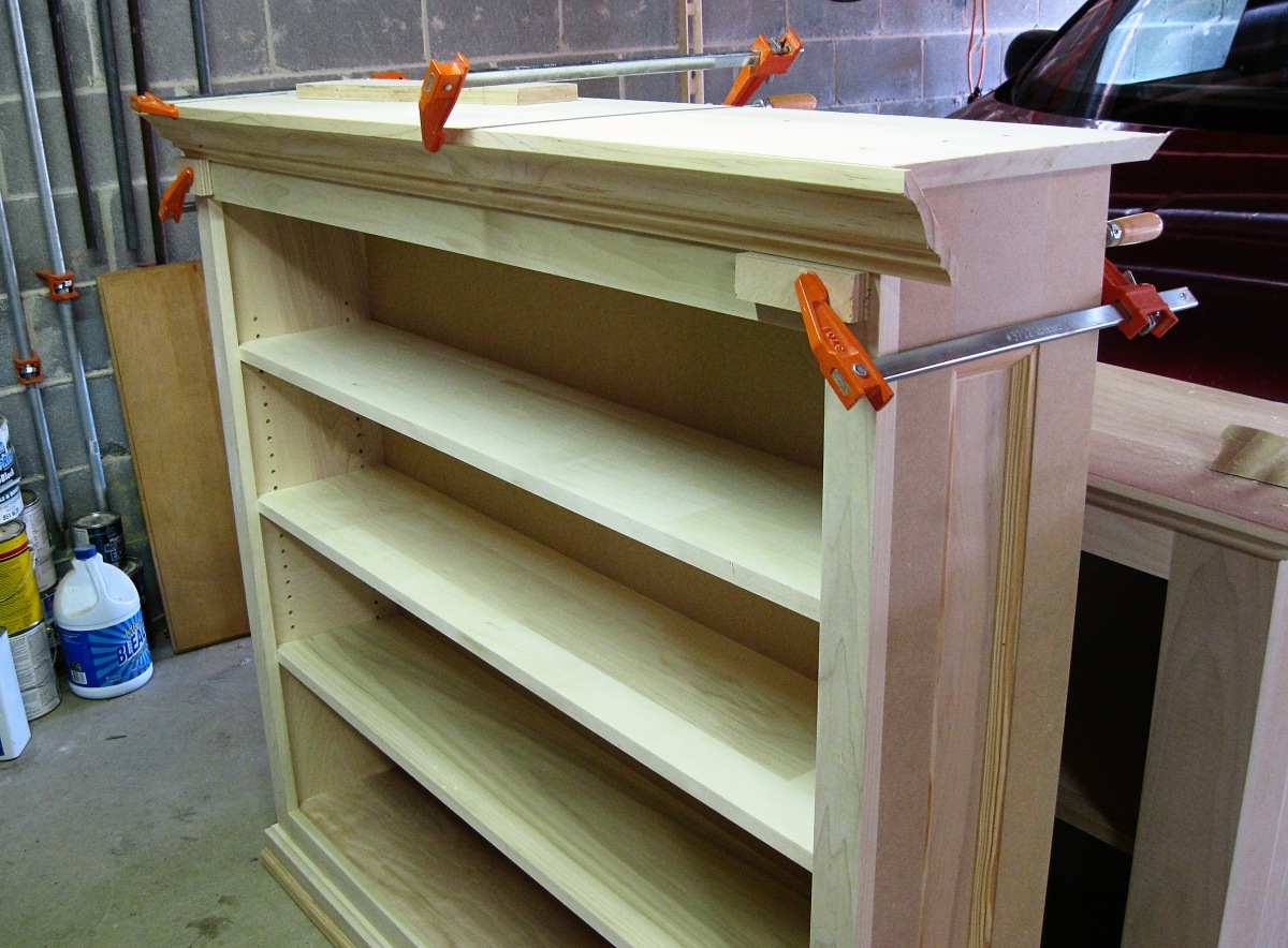 Free woodworking plan a large painted bookcase jeff for Large bookcase plans